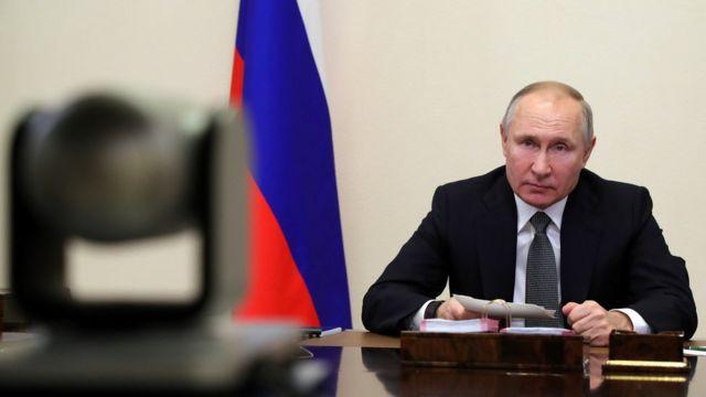 В Кремле объяснили, как Путин смог проголосовать онлайн, если у него нет телефона