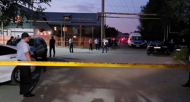 Житель Казахстана расстрелял пять человек при попытке выселить его из дома
