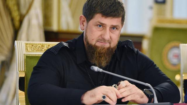 «В Чечне нет петухов и даже такого слова. Вместо них у нас куриные мужья»