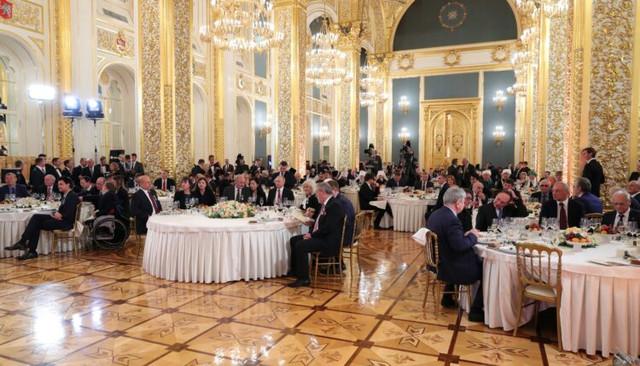 В Кремле закатили банкет в честь победы «Единой России» на выборах