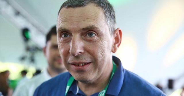 Шефир – доверенное лицо президента Зеленского. Он ведет все личные финансовые дела «95 квартала» и контактирует со всеми олигархами – Бутусов