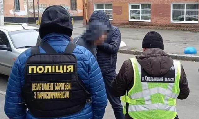 В Хмельницком учитель лицея торговал наркотиками: «работал» даже во время перемен между уроками