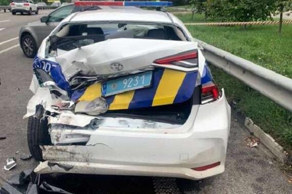 В Киеве водитель врезался в полицейских — четверо пострадавших