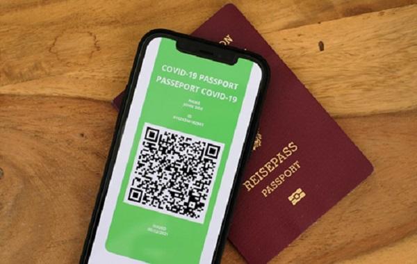 В Нидерландах чиновницу уволили за критику COVID-паспортов
