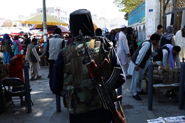 «Талибан» запретил афганцам стильные прически и бритье бород