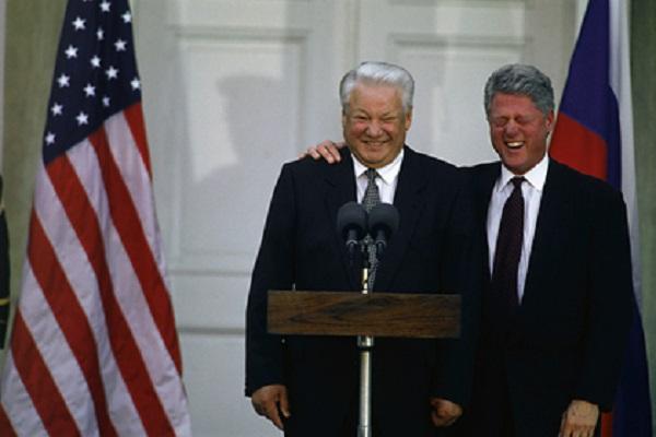 Бывший зять Ельцина рассказал о пьянке с Клинтоном в туалете Кремля