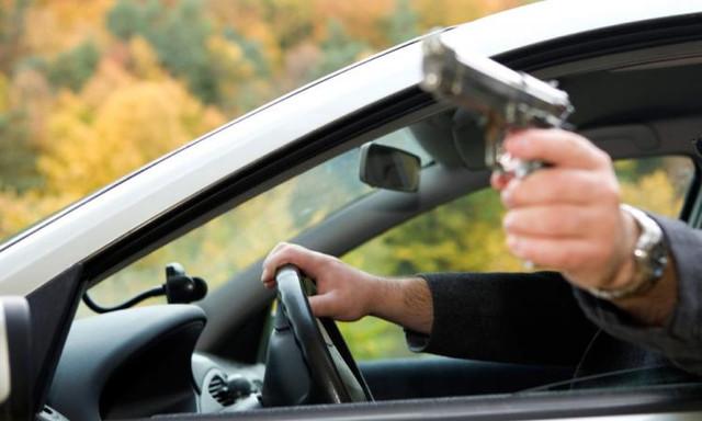 Неизвестный выстрелил в мужчину в центре Москвы и скрылся на автомобиле