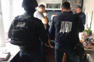 В Запорожье полицейский торговал изъятыми уликами