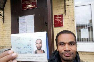 Гражданину Латвии Бенесу Айо продлили временное политическое убежище в России