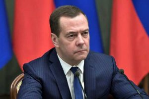 Медведев рассказал, что Twitter рекомендовал ему подписаться на Навального