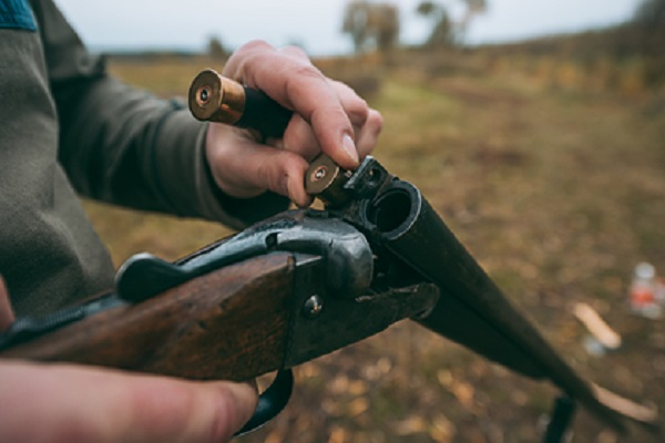 Неизвестный мужчина расстрелял двух россиян в Вологодской области