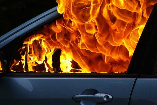 «Сожгу твою машину. АУЕ жизнь ворам»