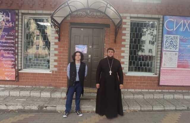 Православный священник освятил аниме-магазин в Воронежской области. Продажи взлетели